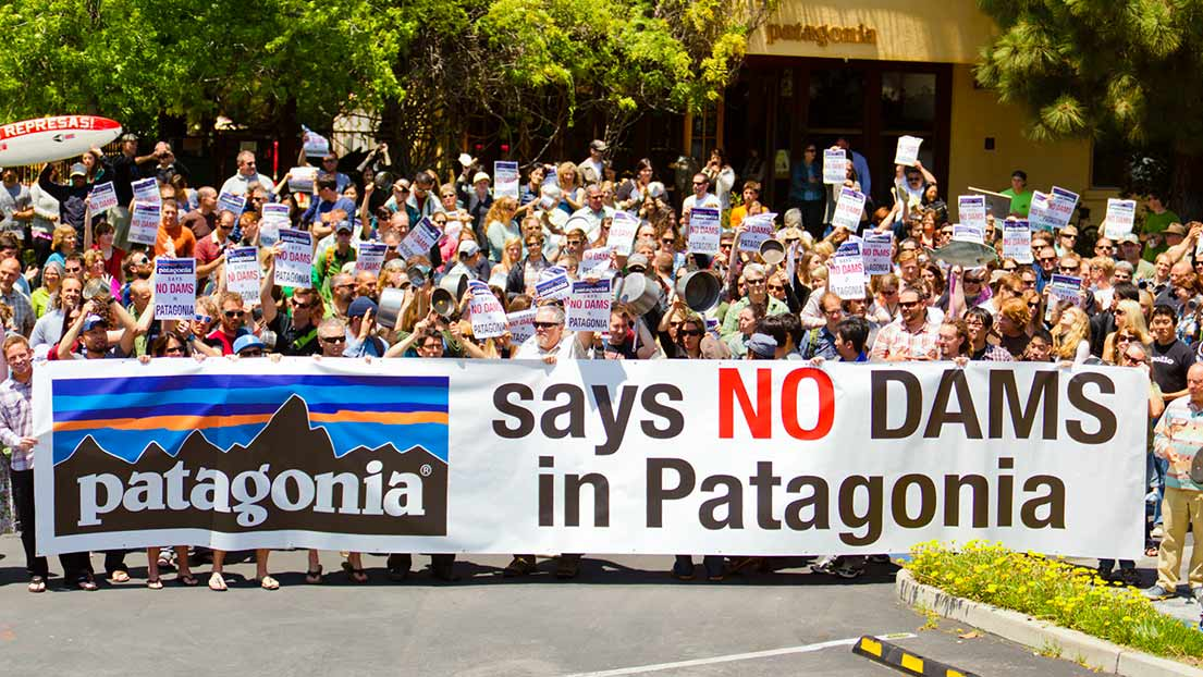 Patagonia employees gather to prevent dams in Patagonia region