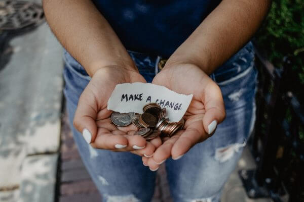 Ways for businesses to give back during the holidays