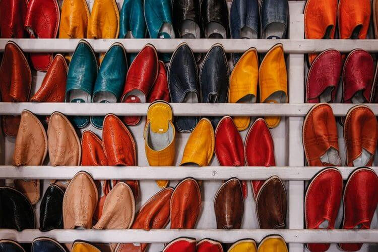 Retail merchandising tips with colorful shoe display